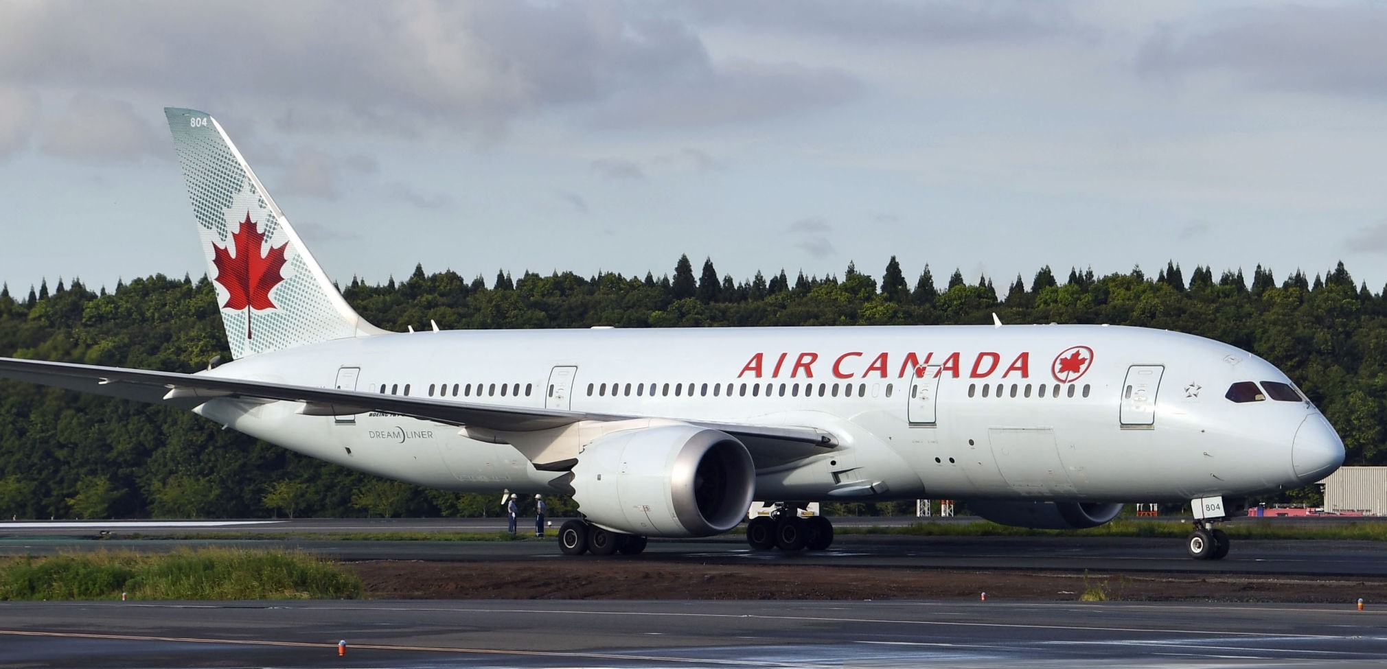 Air Canada: A lady awakens alone on board parked plane