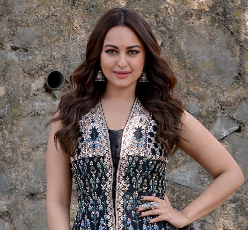 Cheating case filed against Indian film actress Sonakshi Sinha
