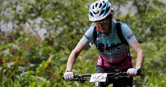 70 years old Mirtha conquers 60km Bolivian sky race