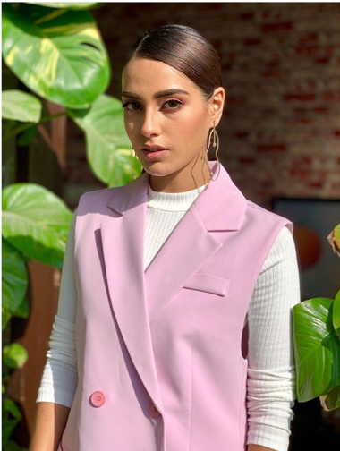 """Iqra Aziz share a screen with Yasir Hussain in her new film """"Half fry"""""""