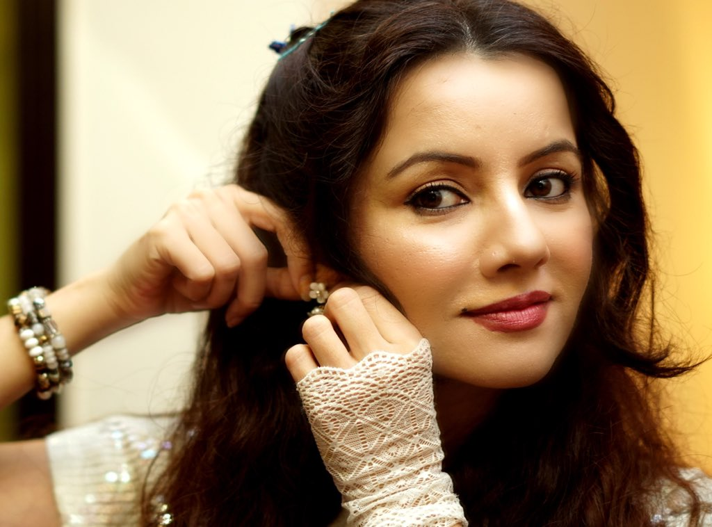 Netizens condemning the breach of Rabi Pirzada's privacy