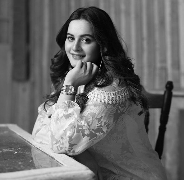Aimen Khan hits 5M fan following on Instagram