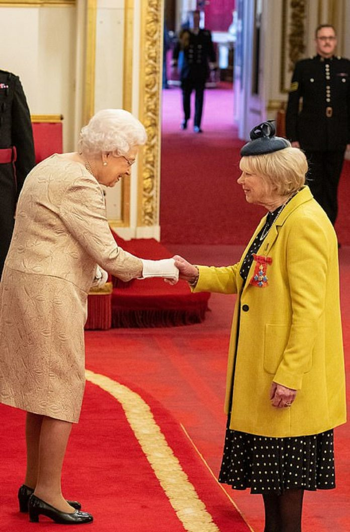 Queen wore gloves for the first time at an investiture amid coronavirus Outbreak
