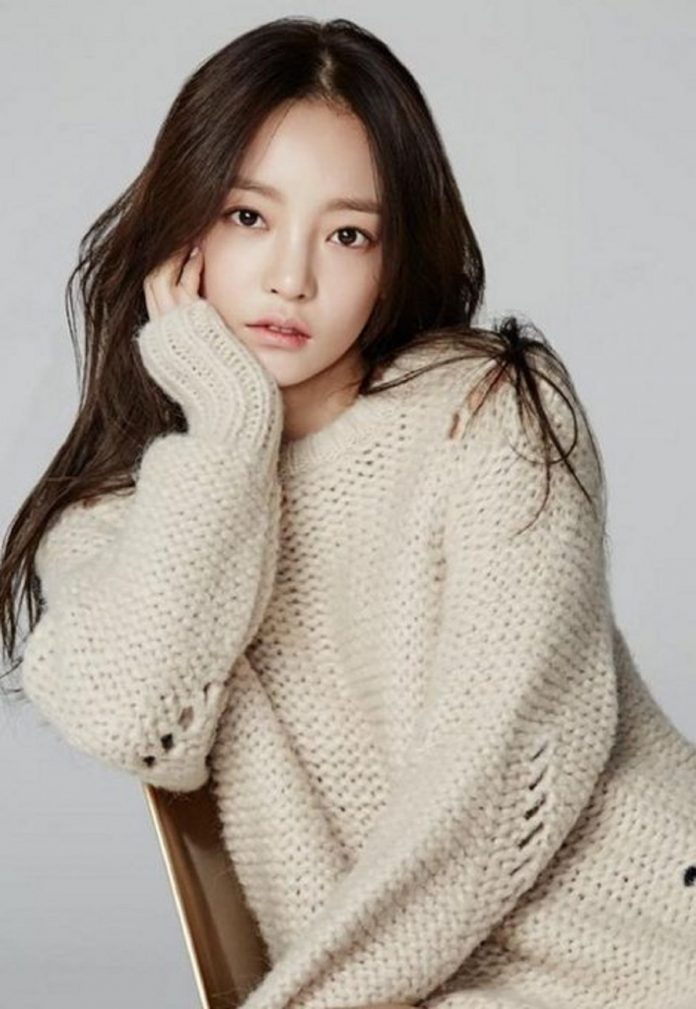 Late idol Hara's mother who abandoned her, demands 50% of her inheritance