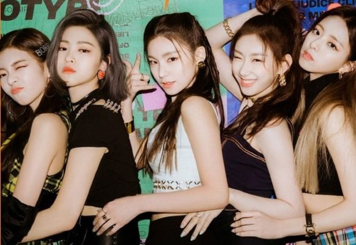 ITZY drop their online album cover for 'IT'z ME'