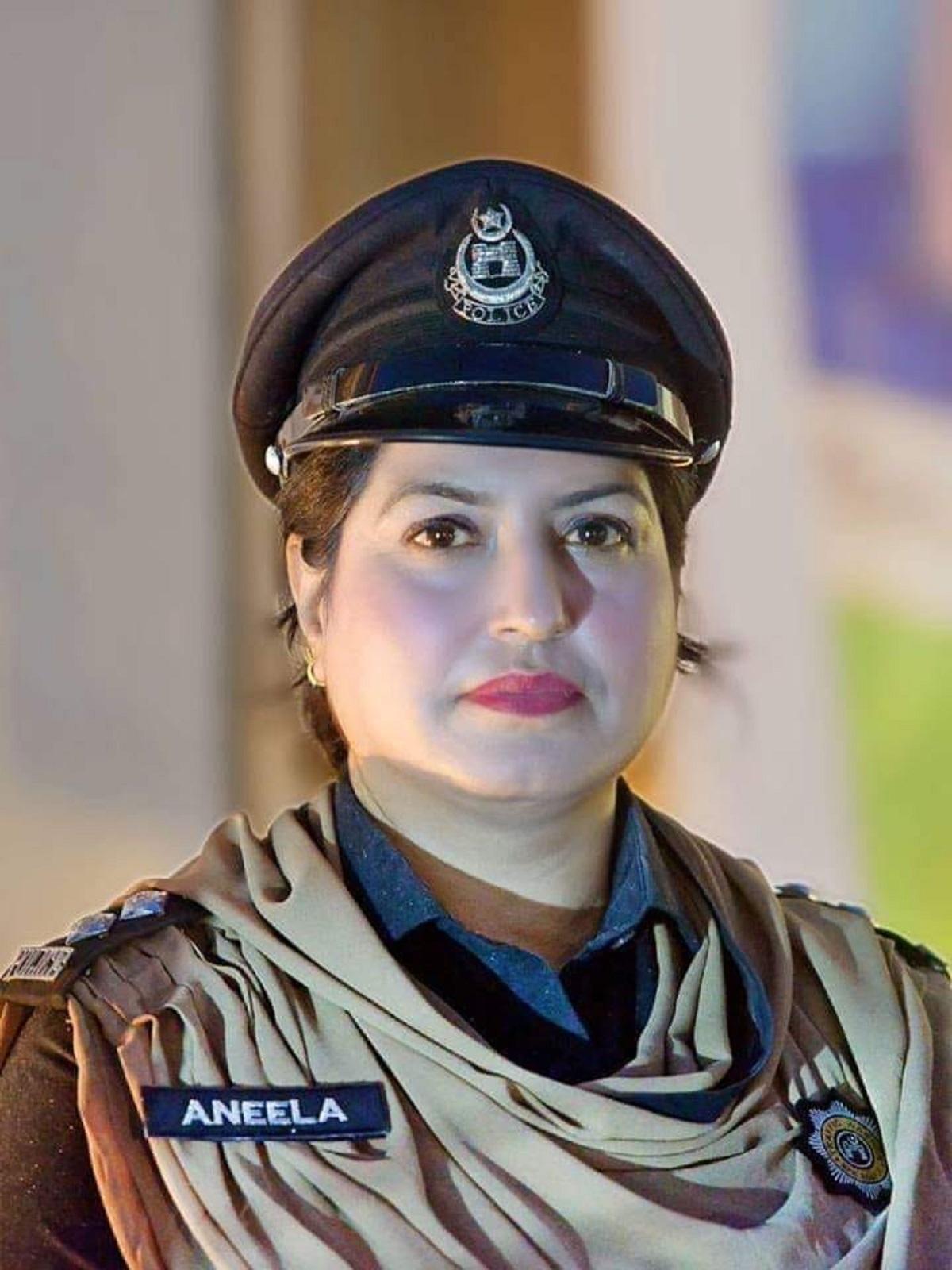 Meet The First Female Traffic Cop Of Peshawar